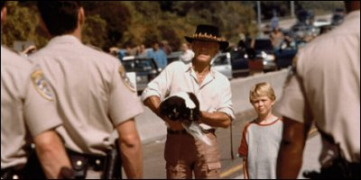 crocodile dundee in los angeles - a shot from the film